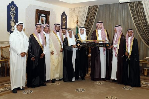 إدارة النادي وأعضاء الشرف يزورون الرئيس العام لرعاية الشباب