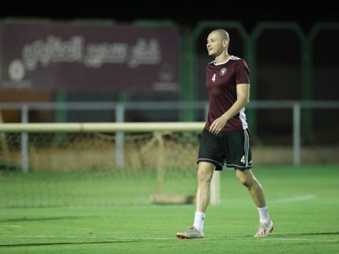 الفريق الاول يواصل تدريباته على ملعب النادي بمدينة حرمة