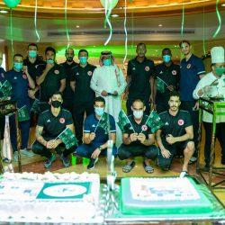الفريق الاول لكرة الطائرة يقيم احتفالية بمناسبة اليوم الوطني الـ90 في معسكره الاعدادي بالدمام