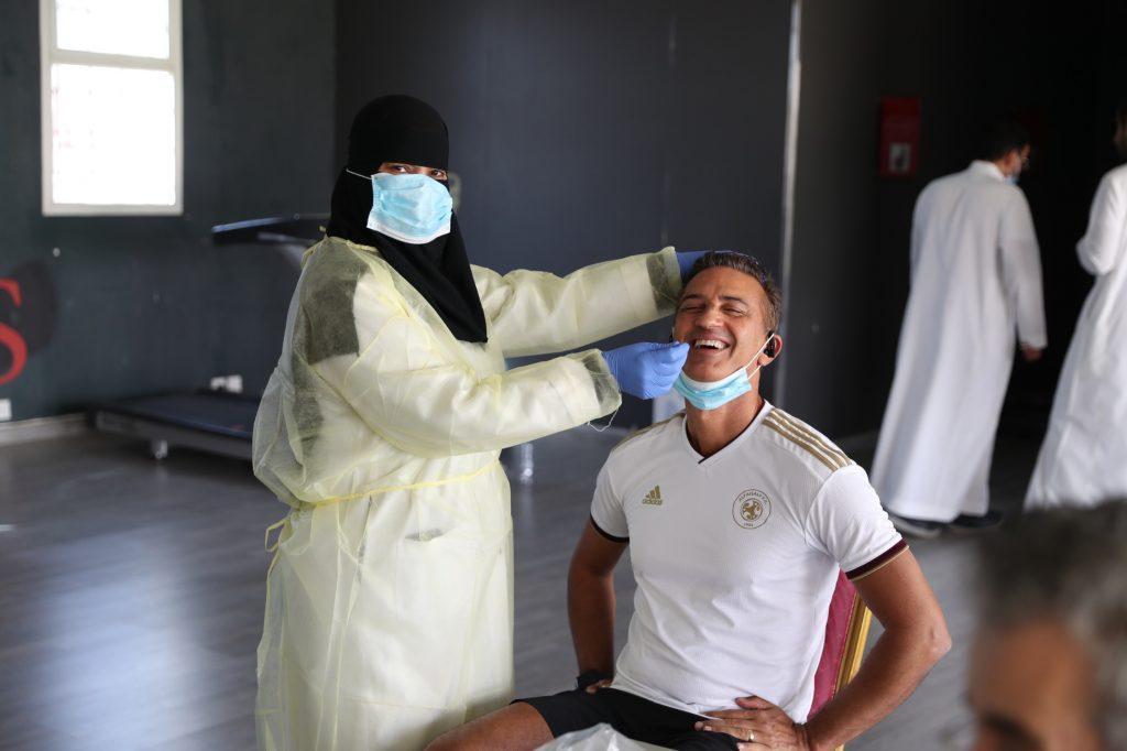 الفيصلي يجري المسحة الطبية الخاصة في اختبار البلمرة التسلسلي PCR بالتعاون مع مجمع عيادات المجمعة الطبي