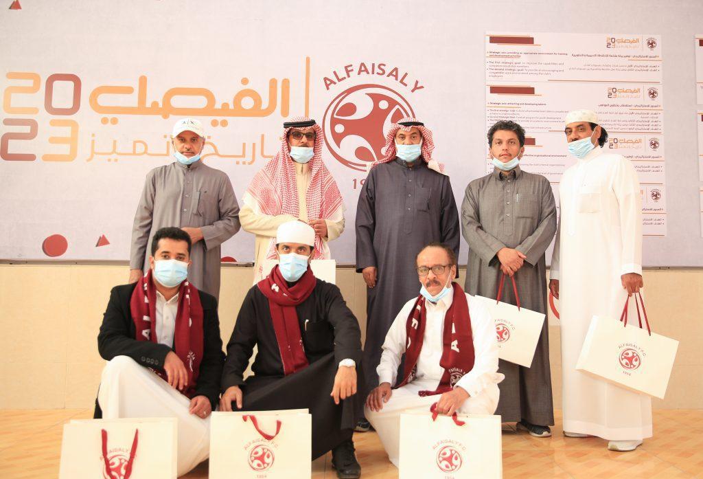 عضو مجلس الإدارة الاستاذ وائل المدلج يستقبل عدد من الضيوف في مقر النادي