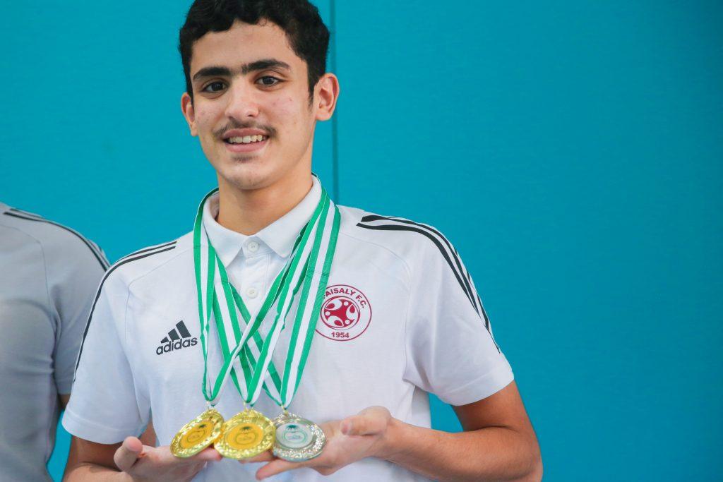 فريق السباحة يحصل على المراكز الأولى ويتأهل لبطولة المملكة للسباحة